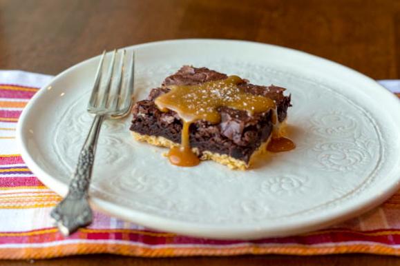 caramel brownies horizontal