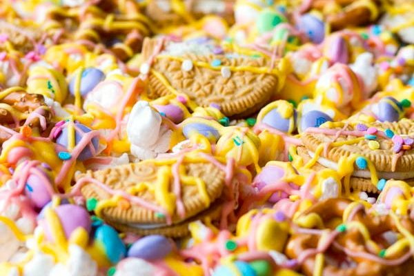 Easter Candy Pizza Two in the Kitchen vv